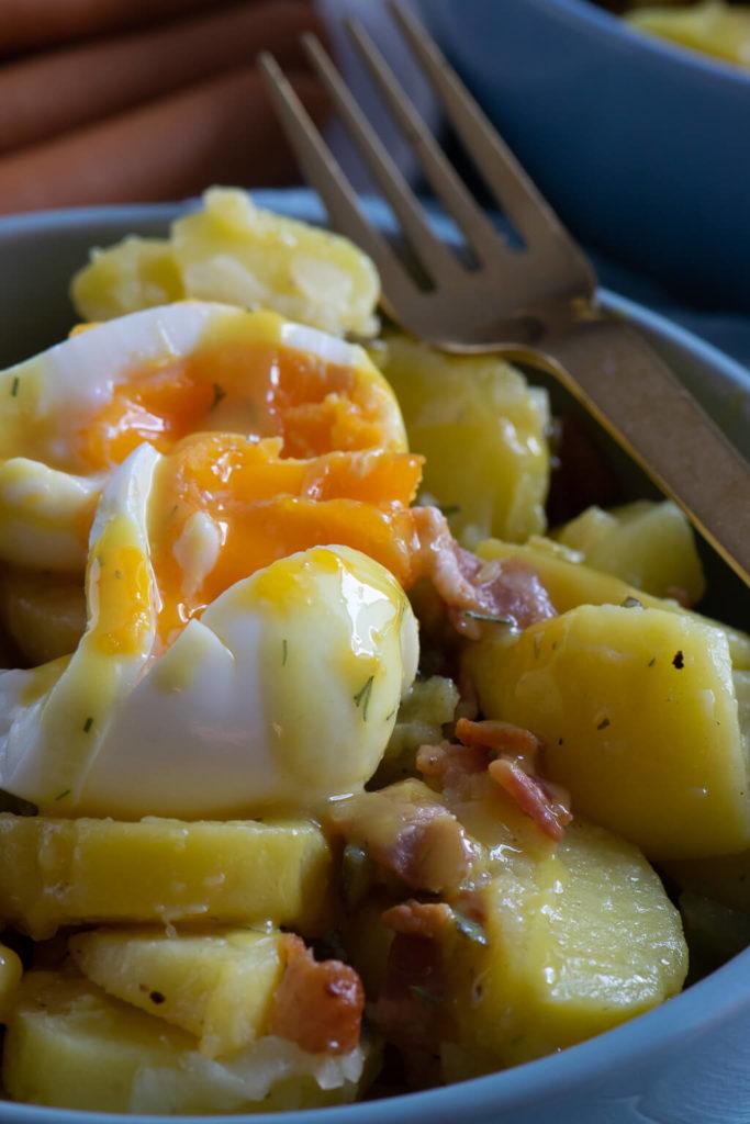 Kartoffelsalat mit wachsweichen Eiern - dazu schmeckt die Honig Senf Sauce himmlisch gut