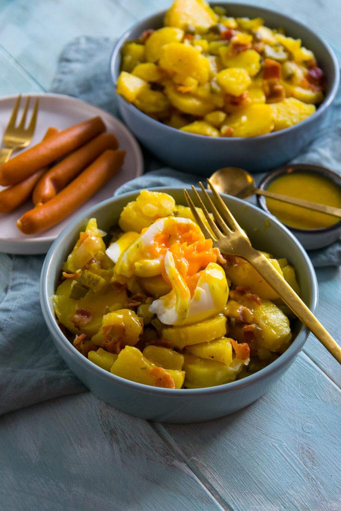 extrem einfach und unkomplizierte Zubereitung - probiere den Kartoffelsalat mit Röstzwiebeln und Honig Senf Soße noch heute