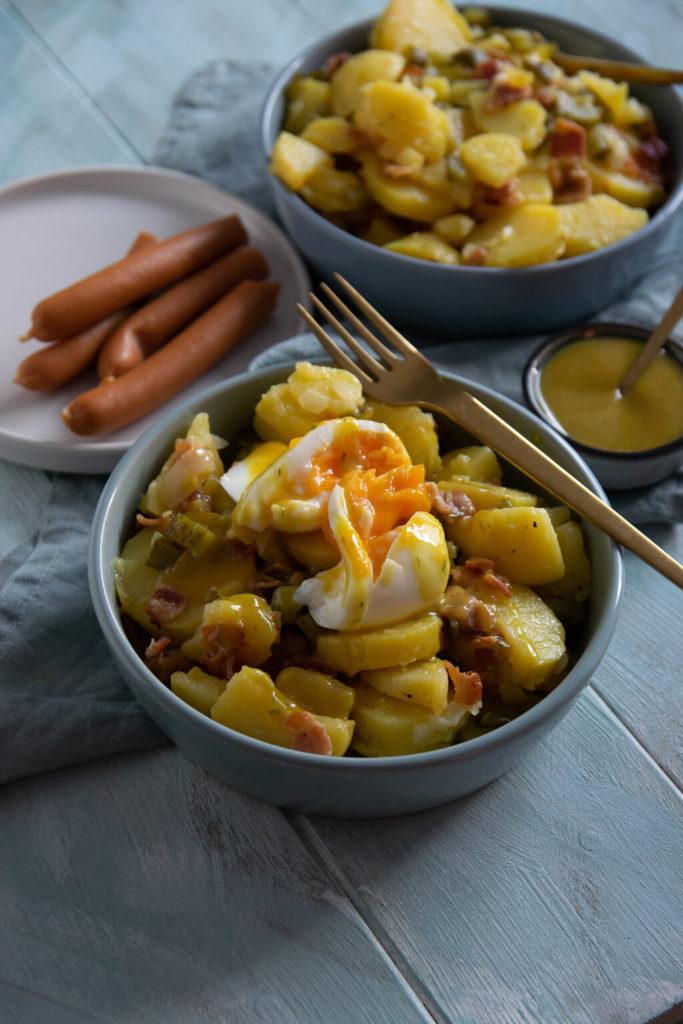 Kennst du Kartoffelsalat mit Röstzwiebeln und Honig Senf Soße - der ist so lecker