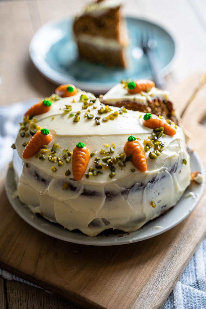 Karotten Kuchen mit Nüssen, Zimt und Marzipan Möhren