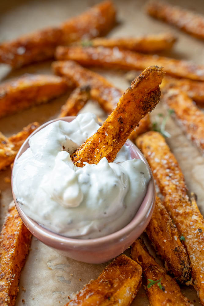 Süßkartoffel Pommes mit Sour Cream