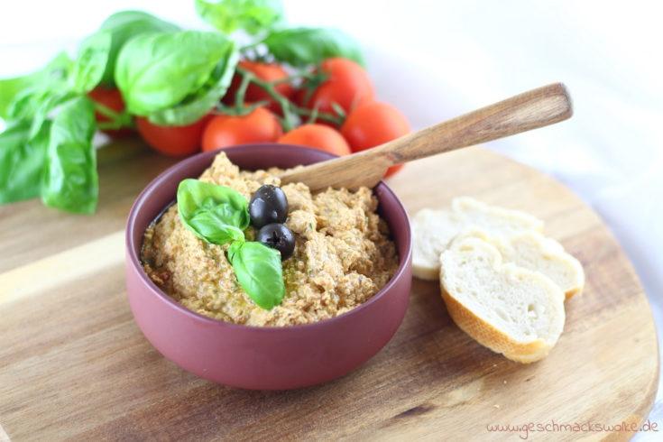 Mediterraner Tomaten-Feta-Dip mit Oliven & Basilikum