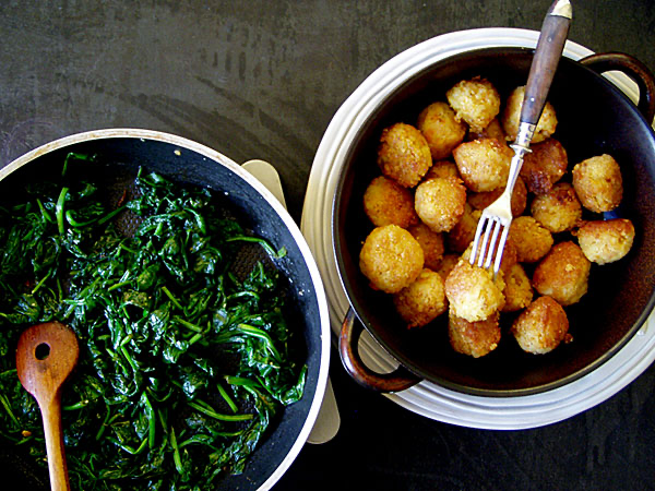 Reisreste-Bällchen mit Ingwer-Spinat