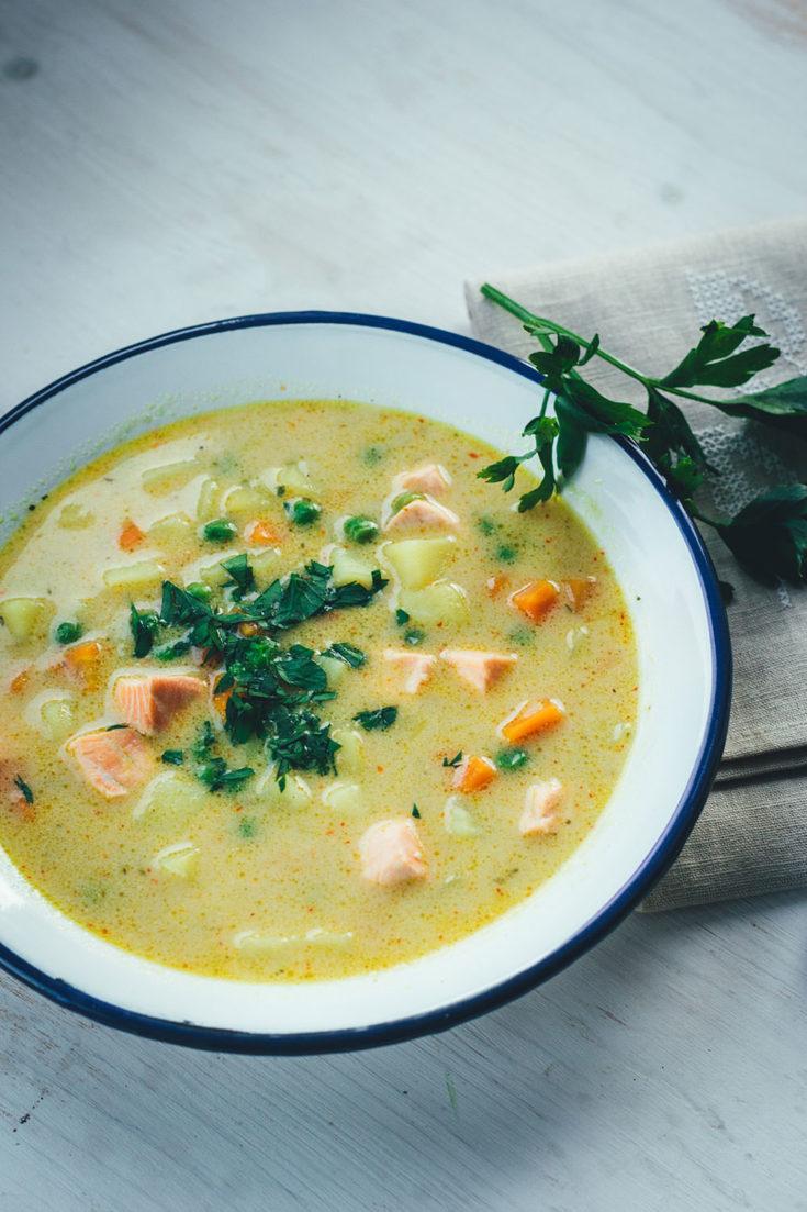 Kartoffel-Erbsen-Suppe mit Lachs und Kokosmilch