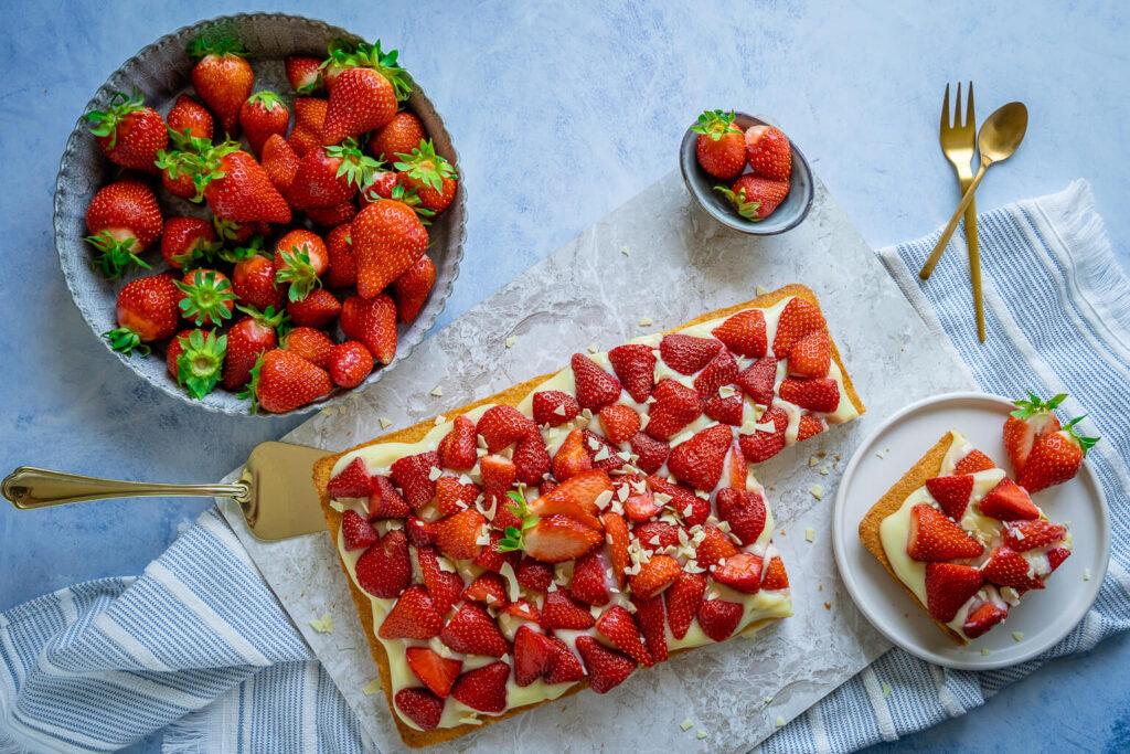 Köstlicher Erdbeerkuchen mit Vanille Pudding - einfach & lecker