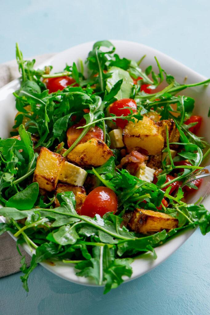 Warmer Honig Senf Kartoffelsalat mit Rucola und Speck - eine geniale Kombination