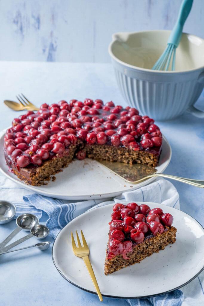 Tolles Kirschkuchen Rezept mit Schokoladen und Nüssen