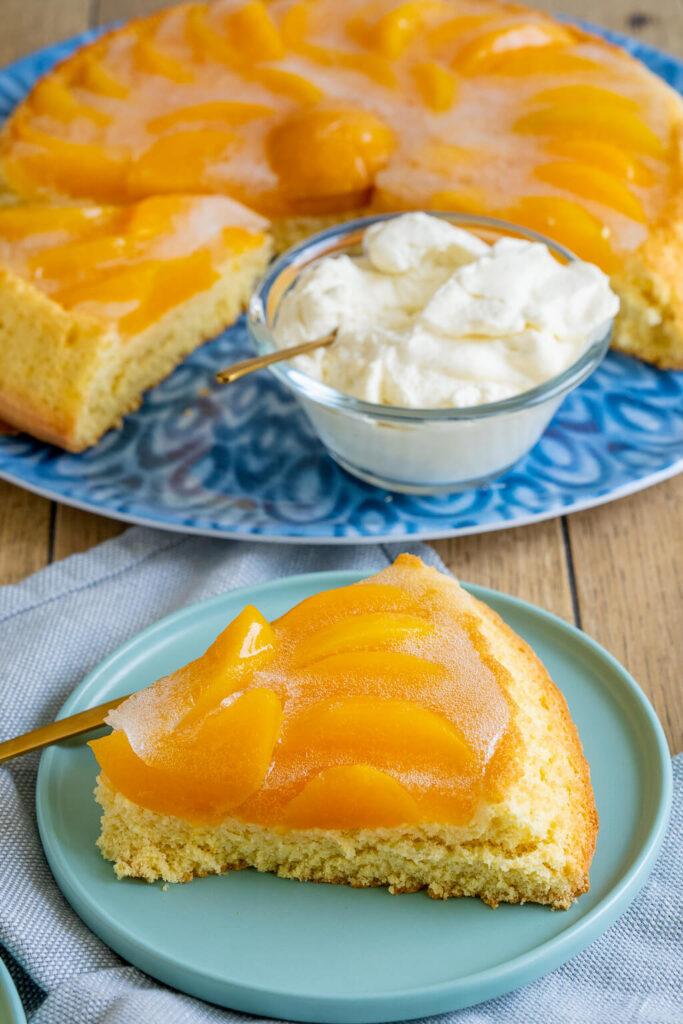Ich liebe es einfache Kuchen zu backen - dieser Pfirsichkuchen gehört auf jeden Fall dazu