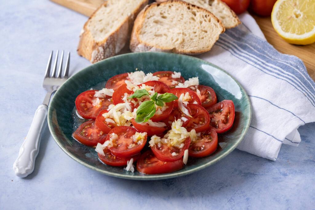 Tomatensalat Rezept mit Zitrone