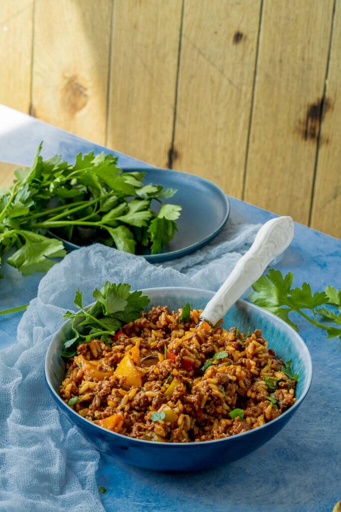 im Topf oder in der Pfanne einfach zubereitet - Paprika-Hack-Reis-Pfanne