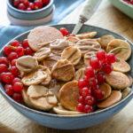 Pancake Cereal mit Obst und Nussmus