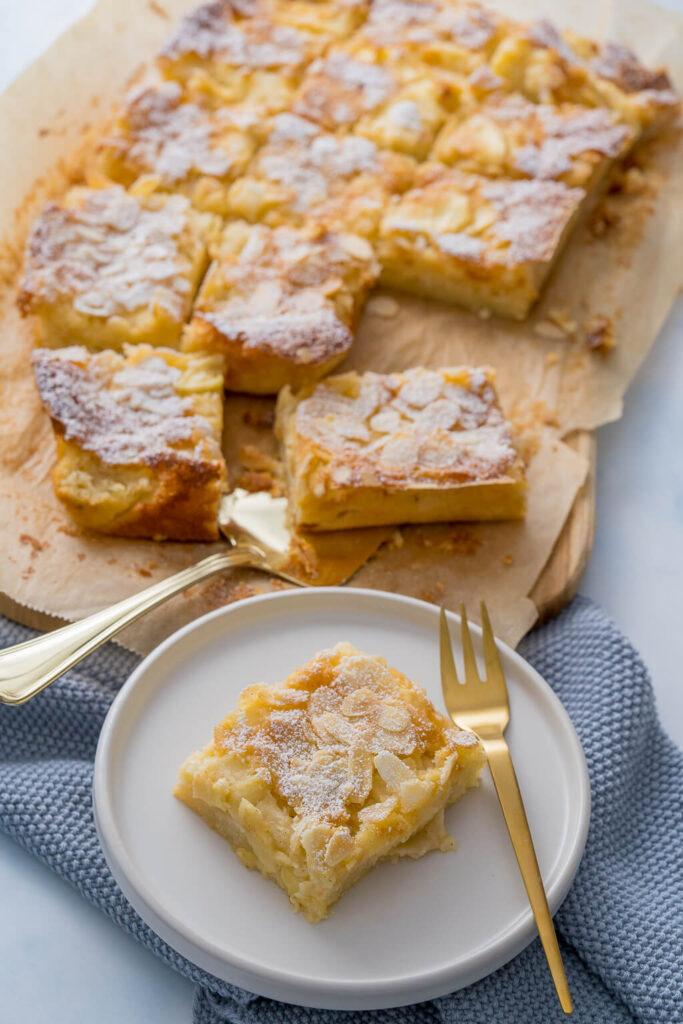 Saftiger Apfelkuchen - Apfelblechkuchen - mit vielen sauren Apfelstücken