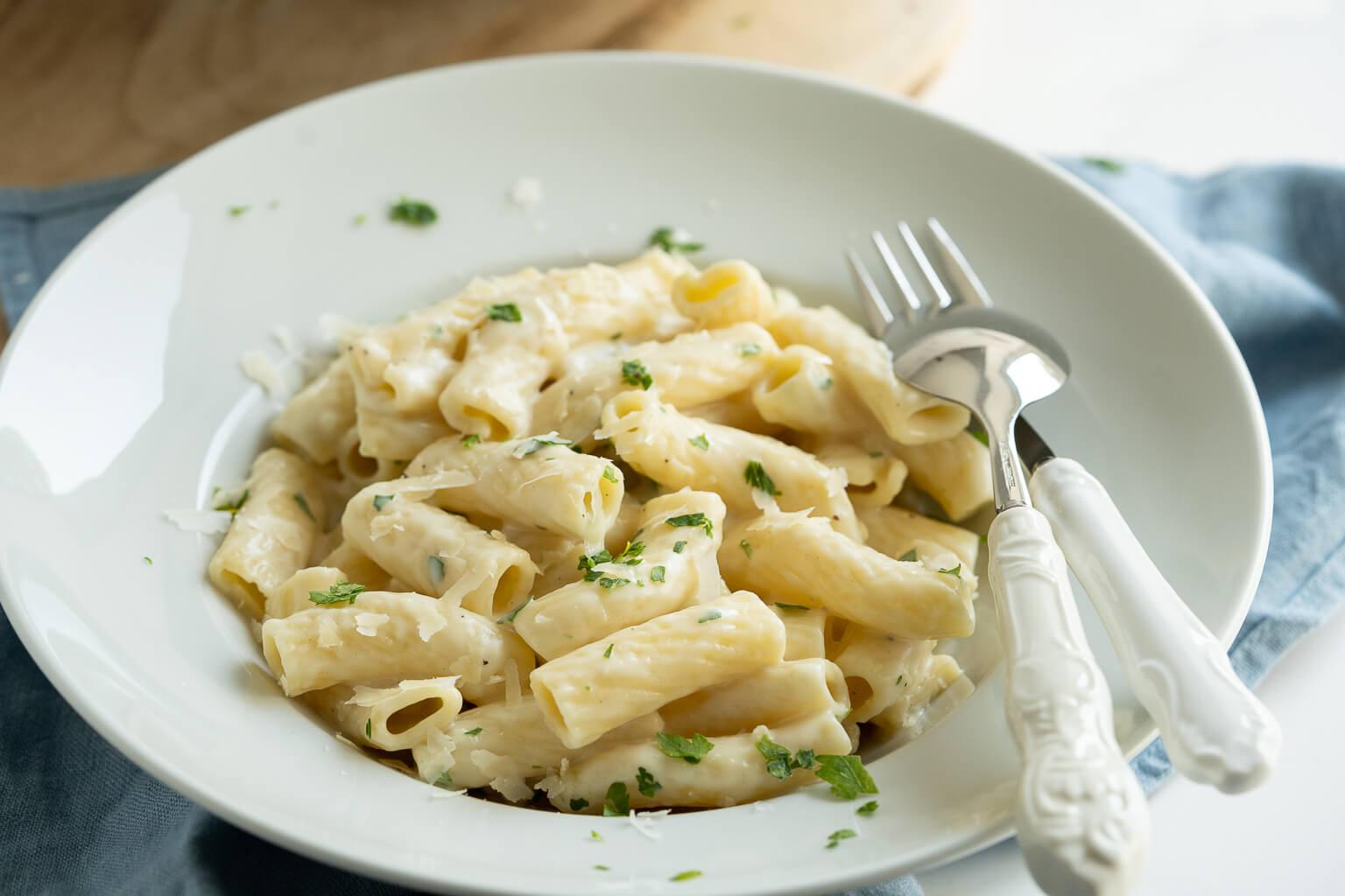 20 Minuten Knoblauch Pasta – cremig, sättigend und mega lecker