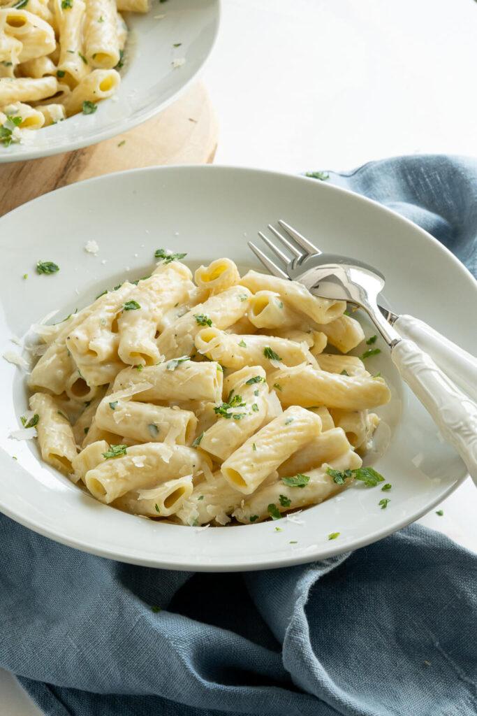 Köstliche Pasta mit Käsesauce - macht garantiert satt und glücklich