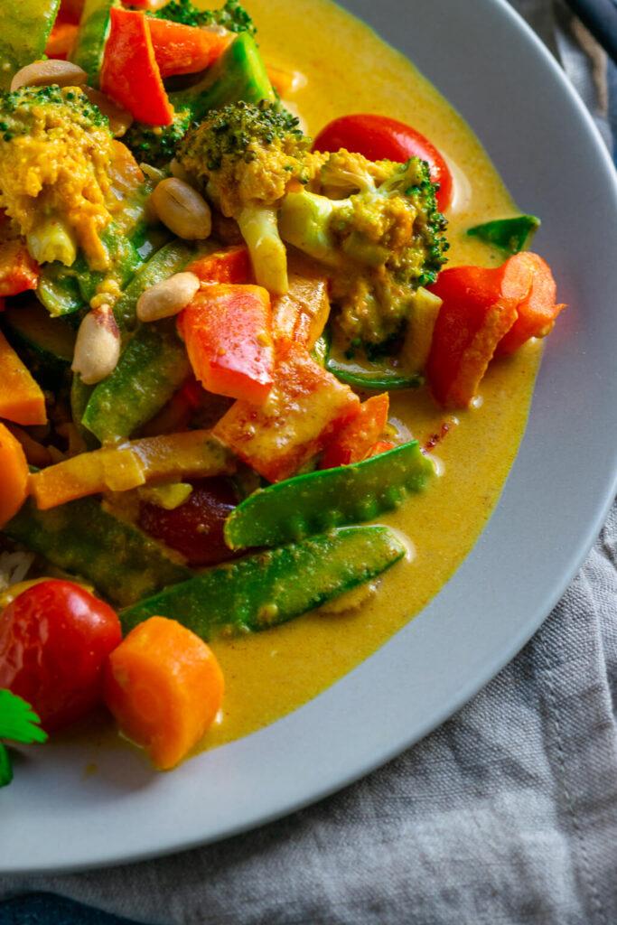 Einfaches Gemüse Curry mit Erdnussbutter