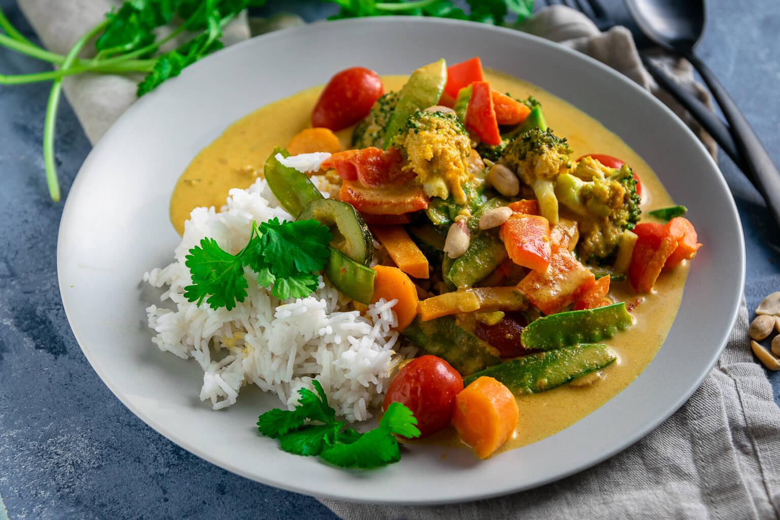 Geniales Erdnussbutter Gemüse Curry für die Feierabendküche