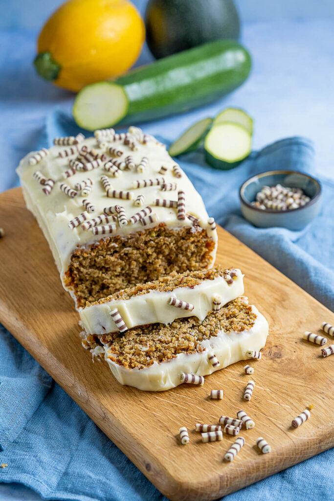 Zucchinikuchen Kastenform mit Frischkäse Frosting