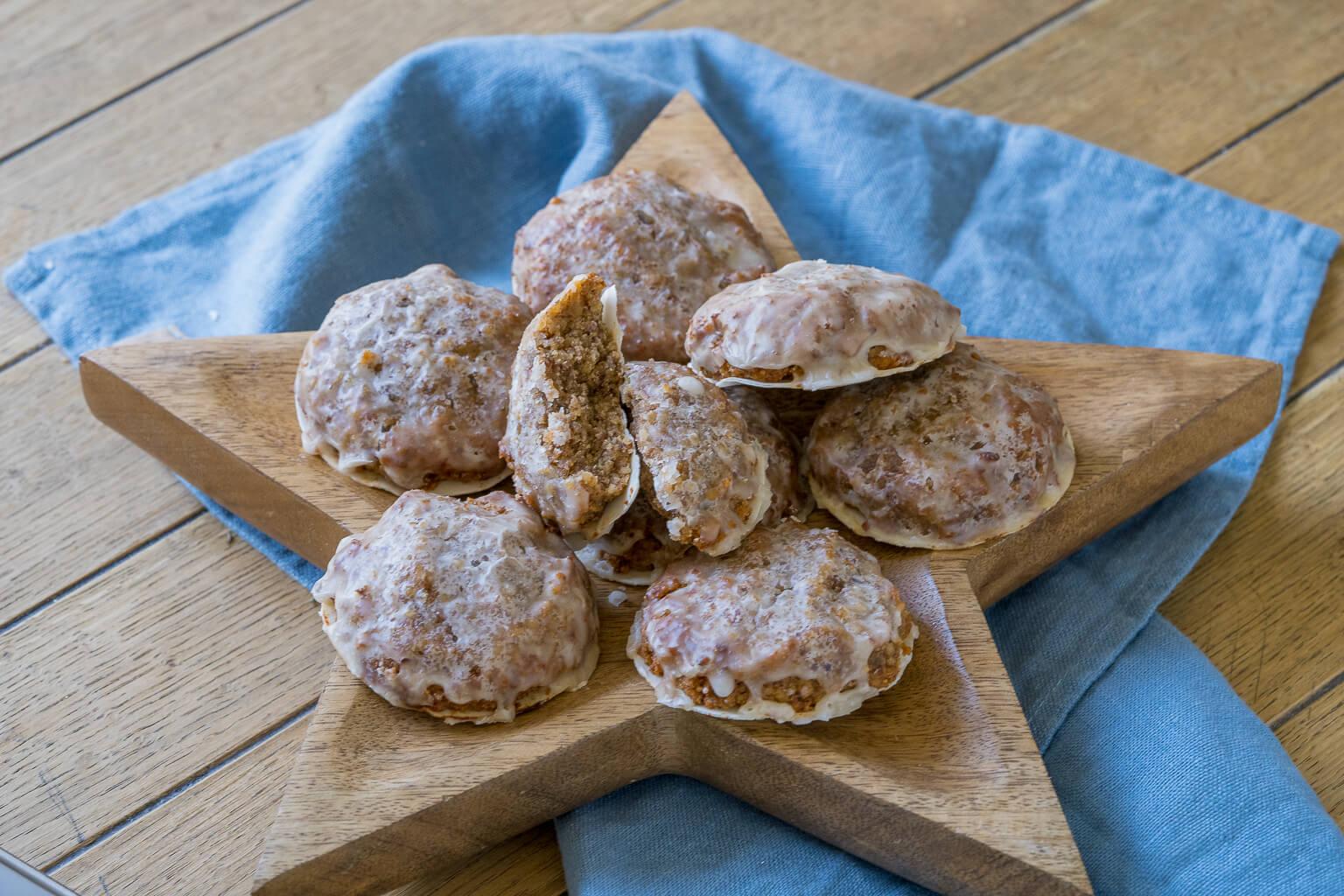 Lebkuchen Rezept zum Backen - leckere Lebkuchen mit Marzipan und Zuckerguss
