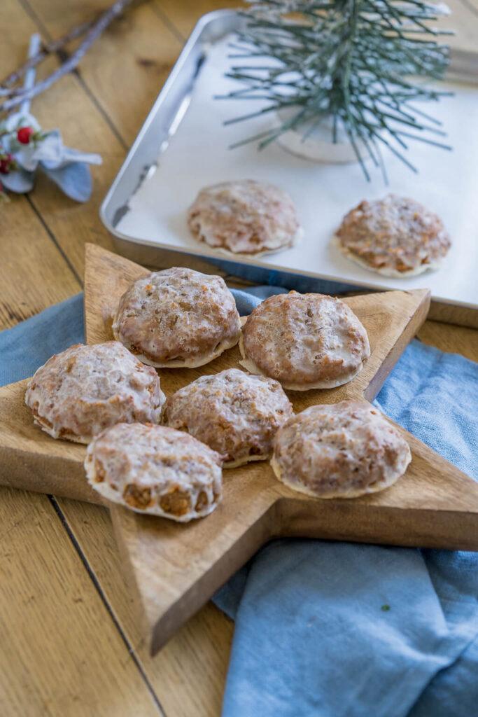Marzipanlebkuchen mit Nüssen und Mandeln, Zimt und Orangeat