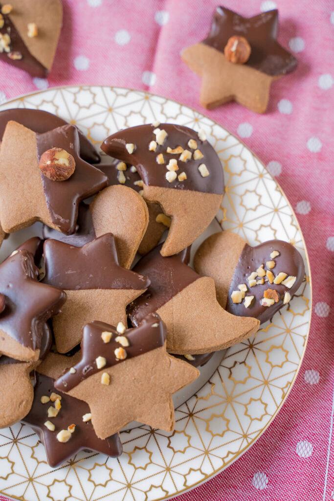 Nougatplätzchen - mit Schokolade, Mandeln und Nüssen verziert