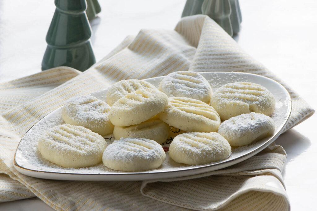 Schneeflöckchen Kekse für den Adventsteller - einfaches Rezept mit Vanille