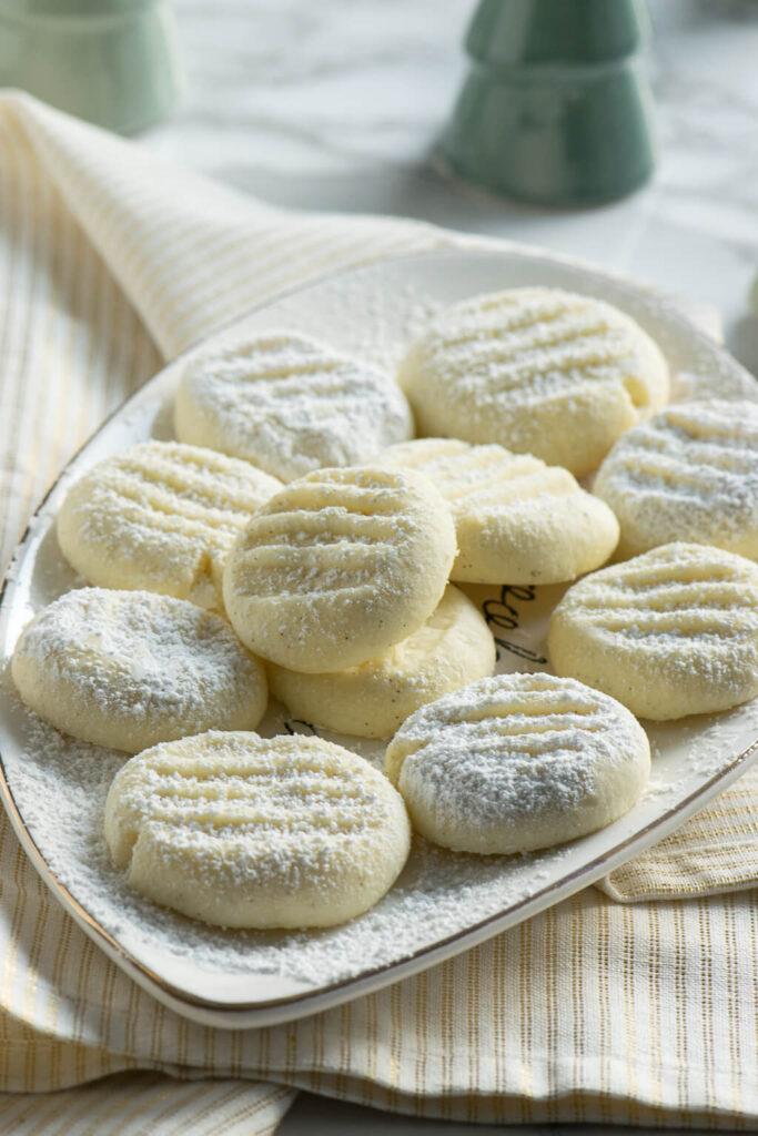 Einfaches Rezept für zarte Kekse mit Stärke und Vanille