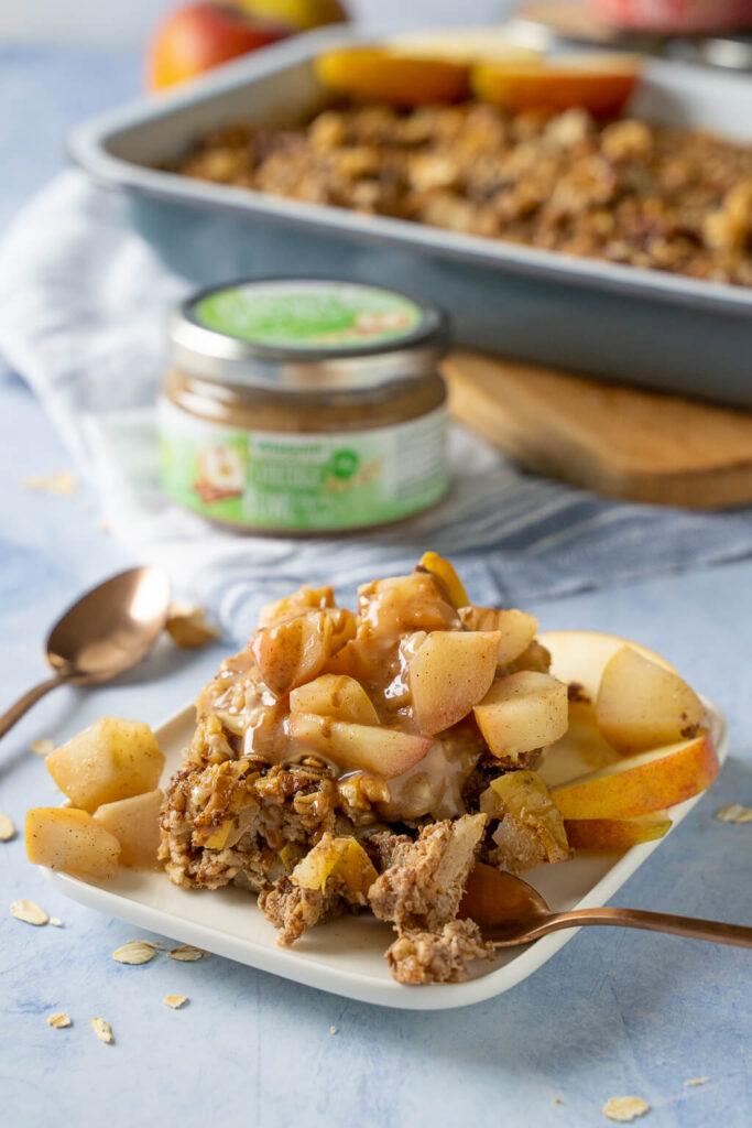 Köstliches Apfel-Zimt Baked Oatmeal - warmer vollwertiger Kuchen zum Frühstück - mit Vitaquell Porridge Bowl