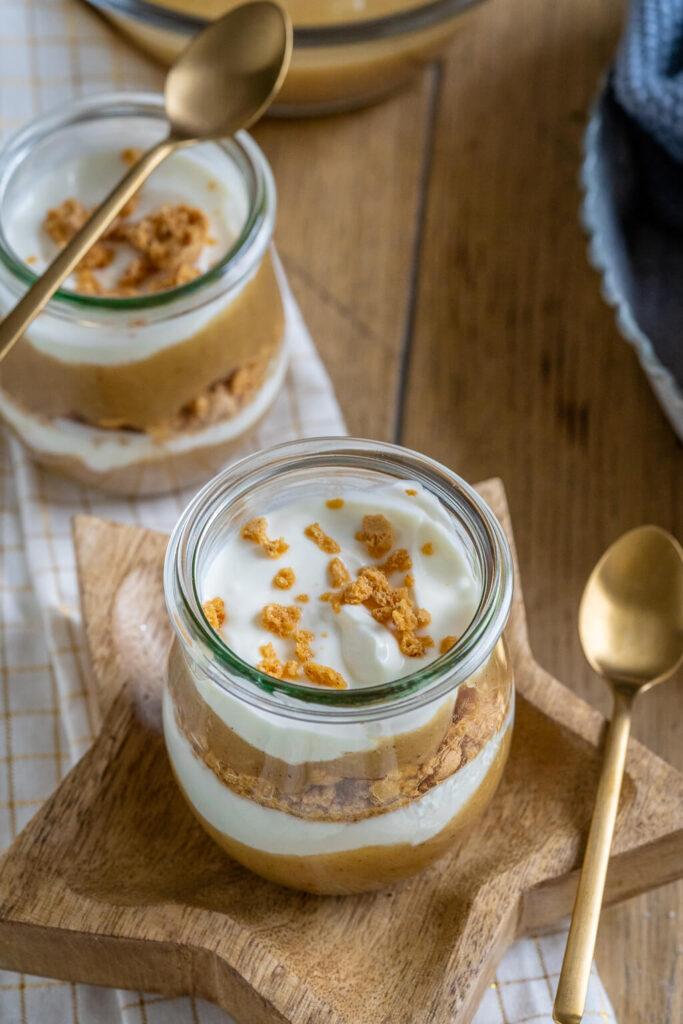 das Bratapfel Trifle mit Amarettini und Joghurt ist das perfekte Weihnachtsdessert