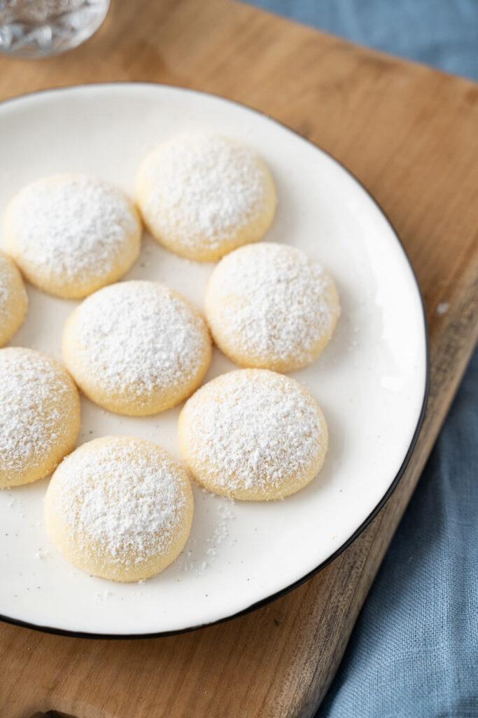 Weiße zarte Butterwölkchen - leckeres Gebäck für Weihnachten