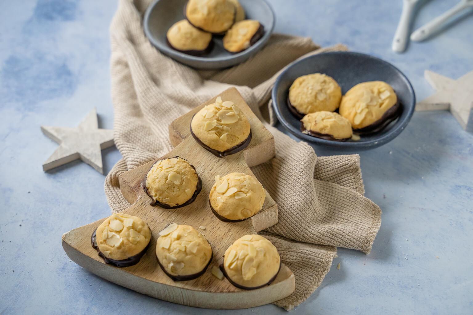 Zartes Weihnachtsgebäck mit köstlichem Marzipangeschmack. Einfaches Rezept für super leckere Marzipankekse.