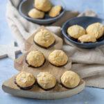 Köstliche Marzipanberge - mit Mandeln und Schokolade