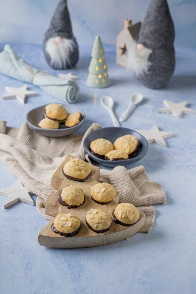 Leckere Marzipanberge mit Mandeln - mürbes Weihnachtsgebäck zum Verlieben