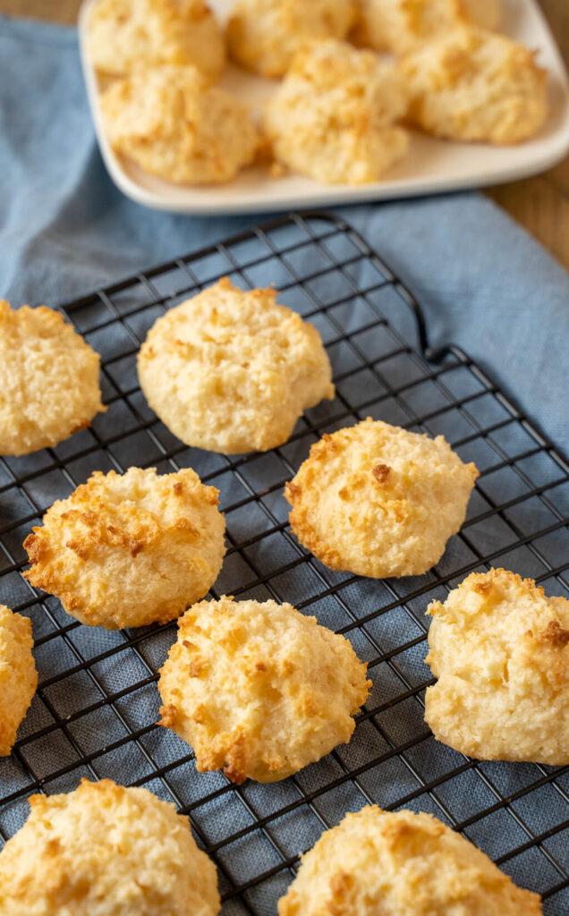 Kokosmakronen ohne Mixer und ohne Ei - du brauchst für diese leckeren Kokosmakronen nur 2 Zutaten