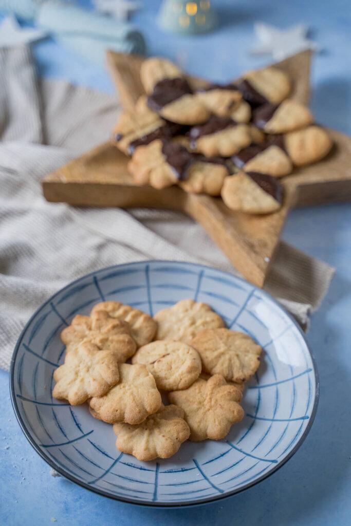 Einfach, schnell und mega lecker - Das Marzipan Spritzgebäck mit Schokolade (oder ohne) lässt sich kinderleicht zubereiten und schmeckt einfach köstlich.