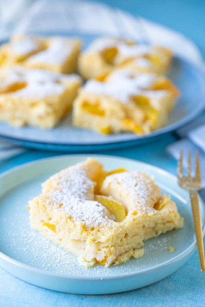 Saftiger Buttermilchkuchen mit Pfirsich