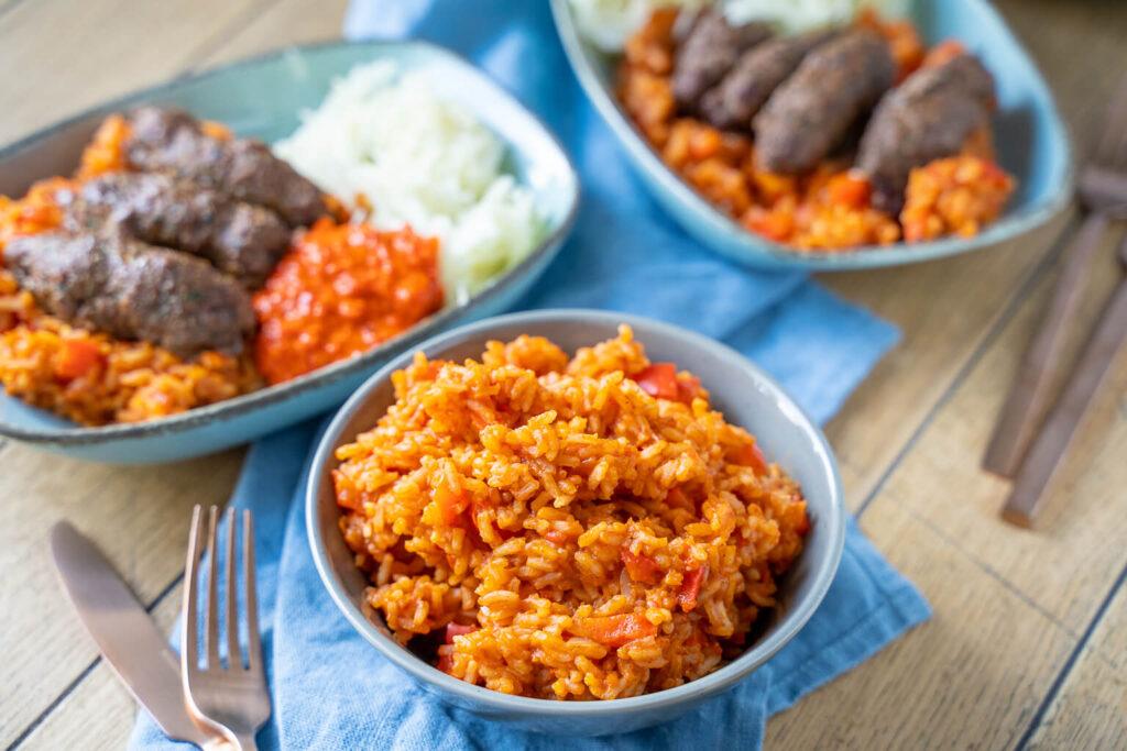 Cevapcici, roter Reis, Alvar und Krautsalat