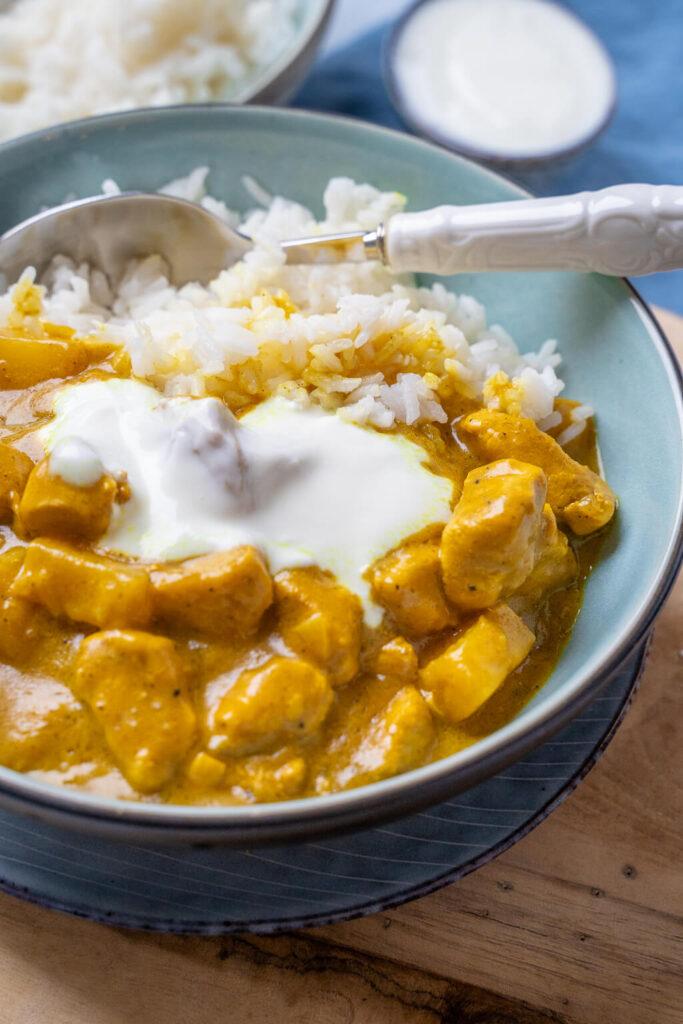 Super lecker, Chicken Curry Madras mit Ananas und Joghurtdipp