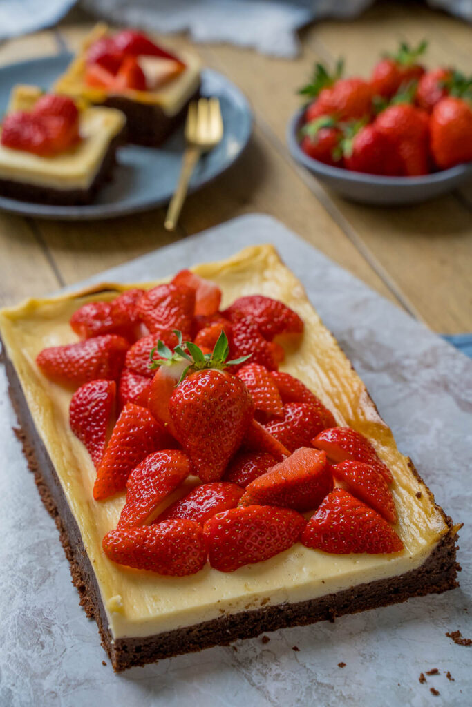 New York Cheesecake Brownies - mit frischen Erdbeeren
