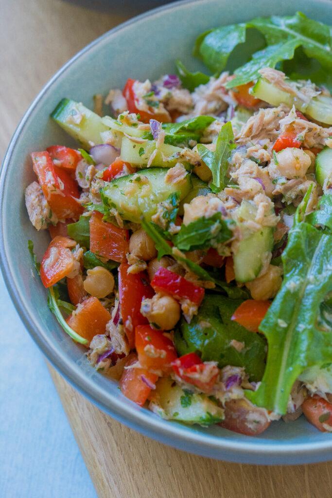 Yummy, 10 Minuten Salat mit etwas Brot oder als Wrapfüllung - genial