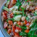 Köstlicher Salat mit Thunfisch und Kichererbsen