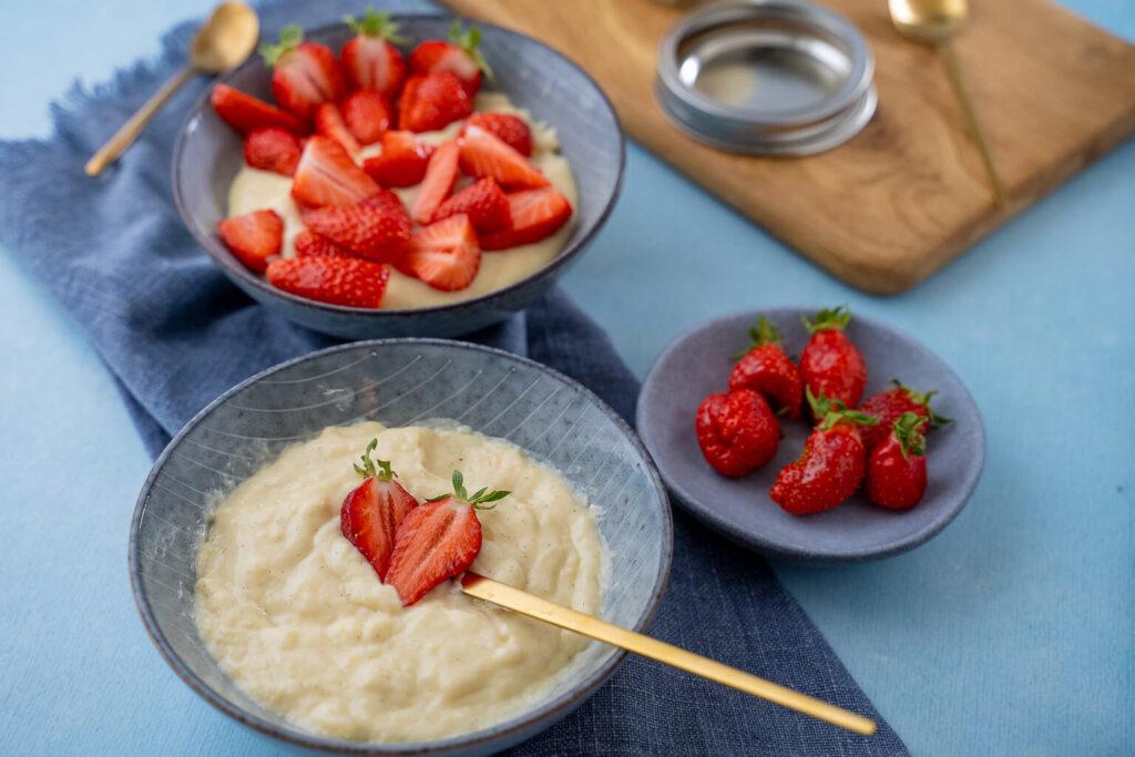Große Liebe - Vanillepudding mit frischen Erdbeeren