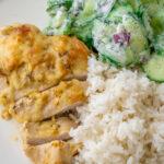 Super lecker und einfach zu kochen. Zwiebel Sahne Hähnchen mit Reis und Gurkensalat
