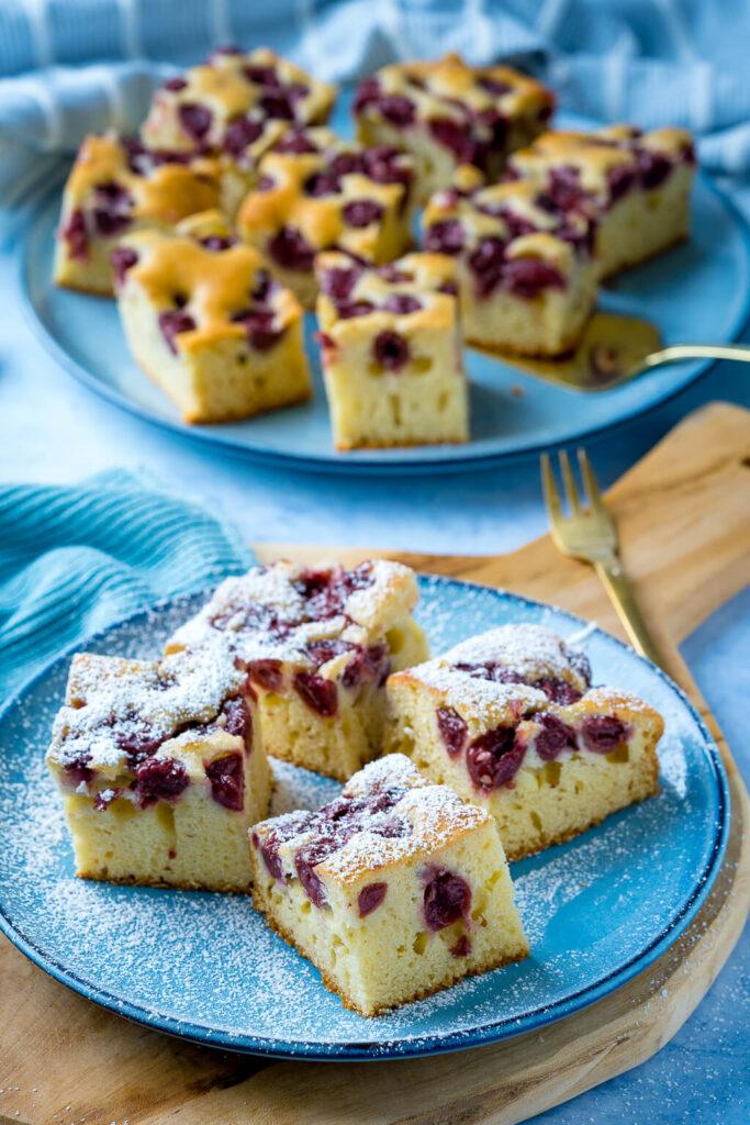 Kirsch Joghurtkuchen mit Puderzucker