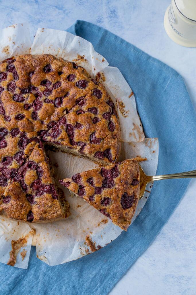 Saftig und einfach zu backen, Kirsch Nuss Kuchen mit Schokolade