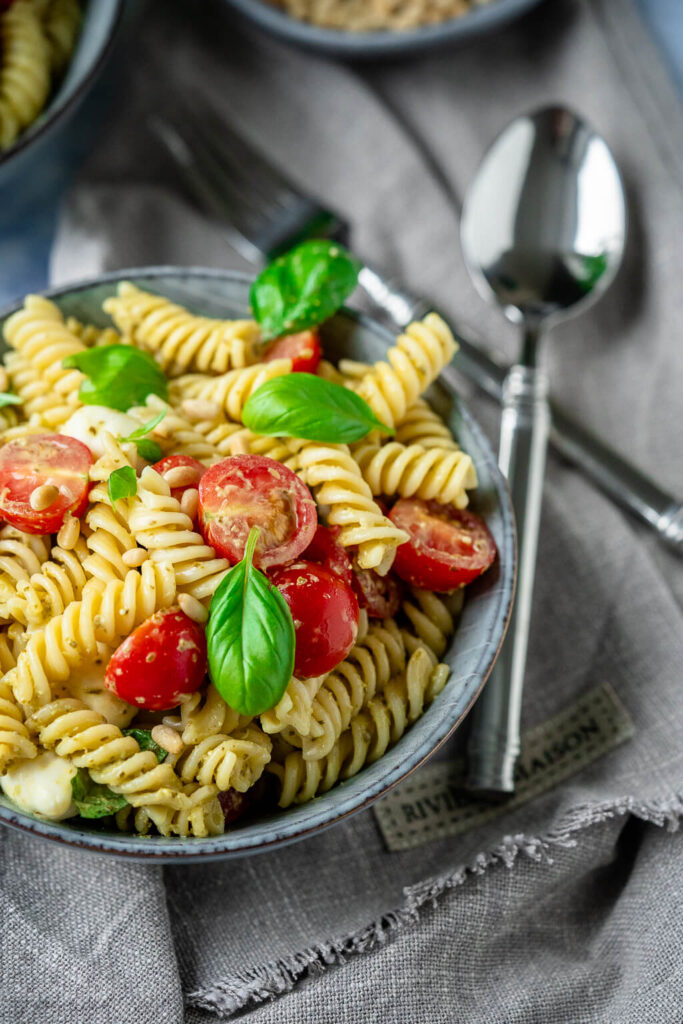 4 Zutaten Pesto-Nudelsalat - so einfach & herrlich lecker
