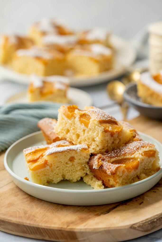 Lockerer Pfirsich Joghurt Kuchen vom Blech - einfach, lecker & beliebt