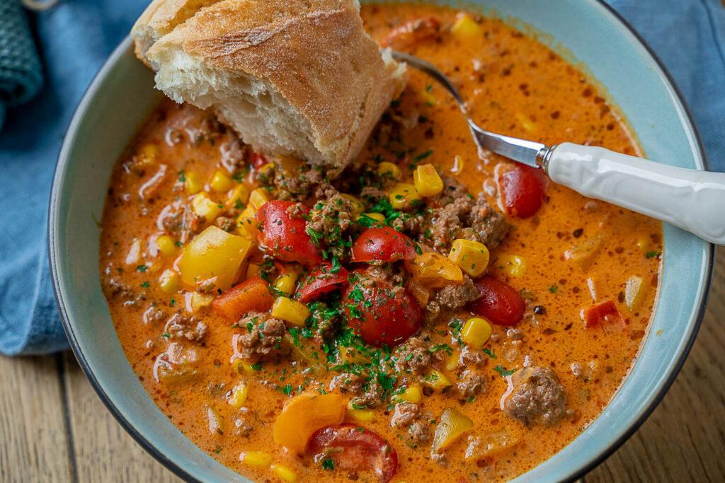 eine der leckersten Suppen, die ich kenne und die so satt machen. Das Rezept ist herrlich unkompliziert und die Suppe in unter 20 Minuten zubereitet.