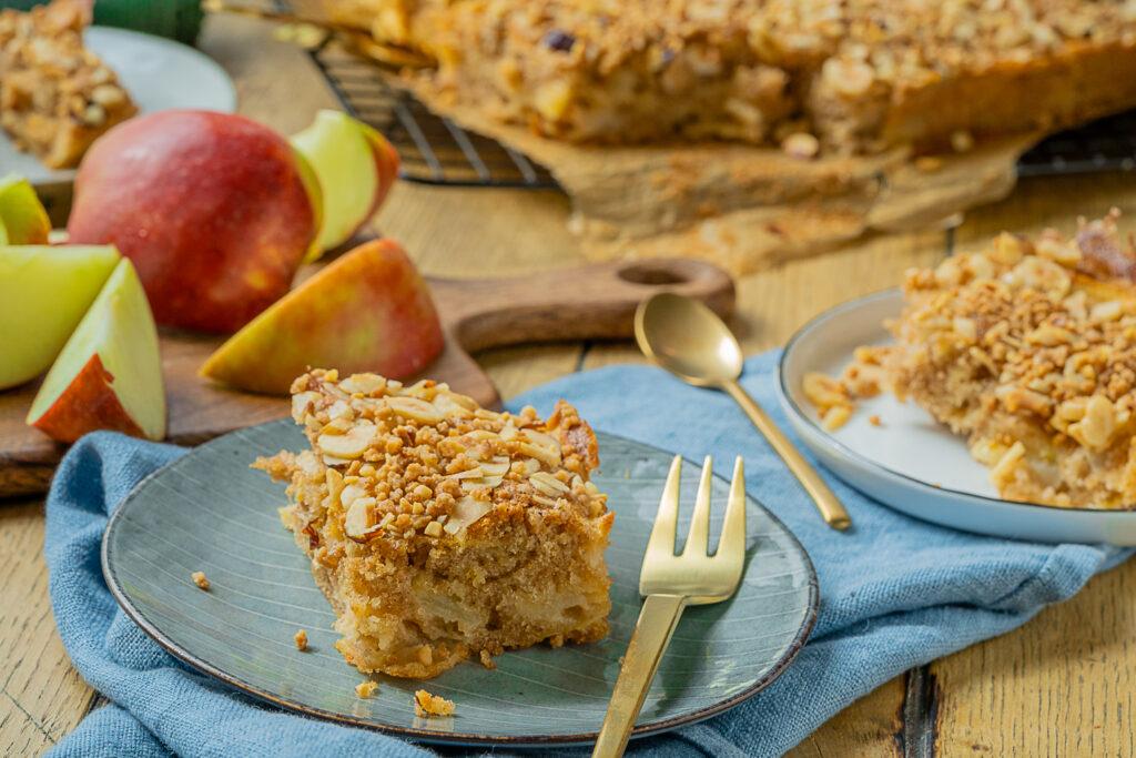 Apfelkuchen mit Haselnusskrokant