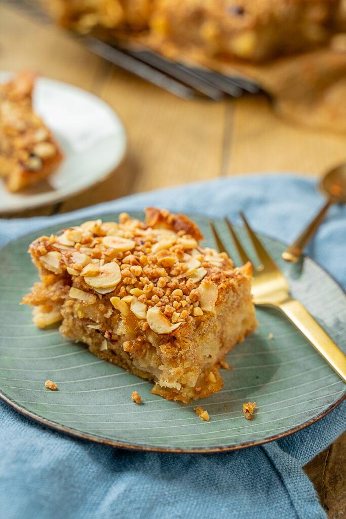 Saftig und fluffig - so schmeckt der perfekte Apfelkuchen vom Blech