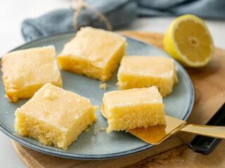 Leckerer saftiger Zitronenkuchen vom Blech